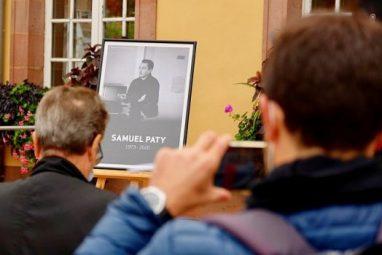 सैमुएल पैटी का सर काटे जाने के बाद फ्रांस में उन्हें श्रद्धांजलि देते लोग, इस्लाम, आतंकवाद