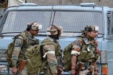 कश्मीर में एक मुठभेड़ के दौरान सुरक्षा बल