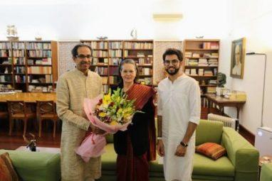 उद्धव और आदित्य ठाकरे के साथ सोनिया गांधी