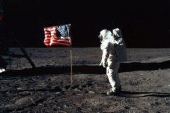 अपोलो मिशन : चांद की कहानी, जाने वालों की ज़बानी